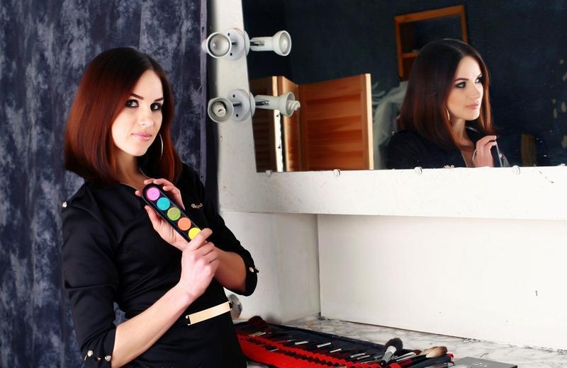 Отличие профессиональной декоративной косметики от косметики класса люкс и масс-маркет